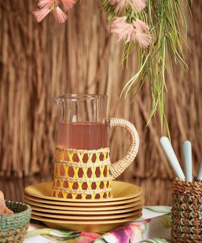 Coté Table Lacis - Karaf/schenkkan (2 liter) glas met rieten houder / GEEL-0